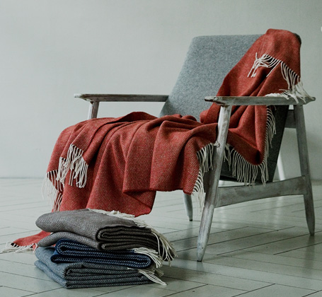 LinenMe red cotton blanket with tassels